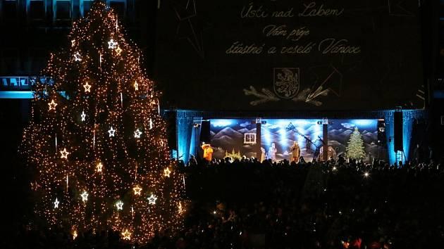 Rozsvícení vánoční stromu provázela v Ústí nad Labem velkolepá show