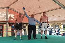 Bývalý šampion v boxu Lukáš Konečný obnovil boxerské exhibice v hospůdce Eden.