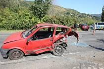 Nedostatečné věnování pozornosti za volantem a nenodržení dostatečné vzdálenosti mělo v sobotu odpoledne za následek střet dvopu osobních vozidel na komunikaci v Sebuzíně na Ústecku.
