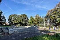 Probíhá rekonstrukce hřiště v Truhlářově ulici.
