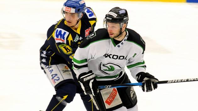 Ústečtí hokejisté (modří) prohráli na ledě Mladé Boleslavi 1:5.
