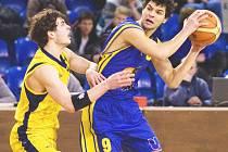 Ústečtí basketbalisté (vpravo rozehrávač Slunečko) jsou krůček od postupu do finále prvoligové soutěže, které by jim zároveň zajistilo účast v příštím ročníku Mattoni NBL.