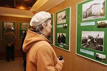 Na osmdesát historických fotografií Litoměřic, doplněných barevnými snímky se současným stavem míst, ukazuje výstava Zmizelé Litoměřice na starých fotografiích. Zahájena byla ve čtvrtek 12. ledna v Oblastním muzeu v Litoměřicích.
