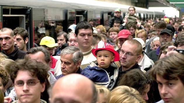 KOLIK NÁS JE? Od posledního sčítání lidu uplynulo deset let. Odpověď na to dá konec března 2011.