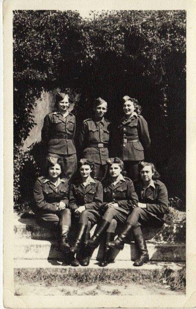 Ženy zčeskoslovenské vojenské jednotky vSSSR.