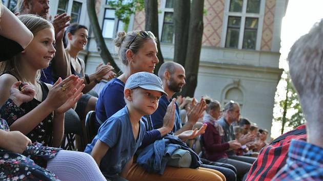 4. ročník letního festivalu Divadelní zahrada. Středeční představení.