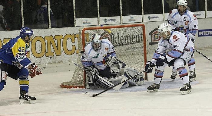 Z hokejového utkání Ústeckých Lvů a KLH Chomutov.
