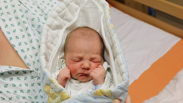 Jonáš Hersina se narodil Michaele Pirotové z Chabařovic 18. března. Měřil 47 cm, vážil 2,97 kg