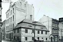 Restaurace Savoy, kterou dnes nahradila banka.