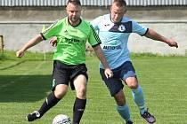 Fotbalisté Svádova (v zelenočerném) přehráli doma Přestanov 1:0.