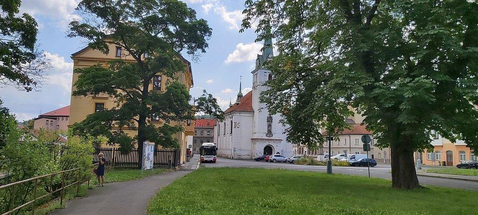 Z hlavní části Trmic, okolí zámku, Bíliny, kostela a náměstí.