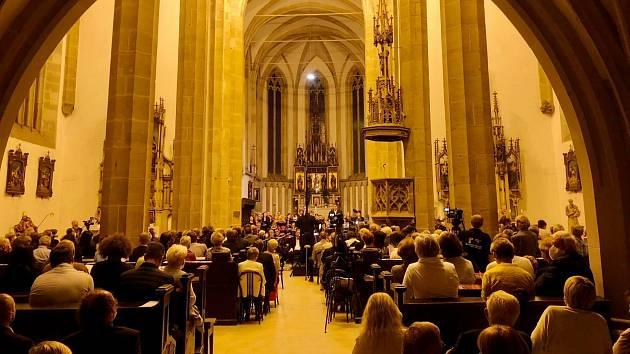 V kostele Nanebevzetí Panny Marie v Ústí nad Labem zaznělo vokálně - instrumentální dílo Antonína Dvořáka s názvem Stabat Mater – oratorium.