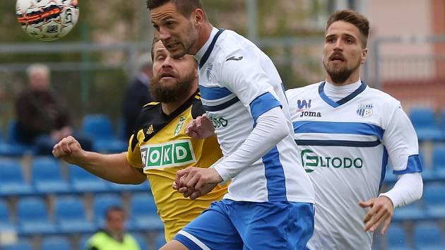 Ústečtí fotbalisté (bílo-modří) doma podlehli Karviné 1:3.
