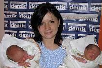 Hana Šturcová, porodila v ústecké porodnici dne 22. 10. 2010 (8.49) dceru Elišku ( 47 cm, 2,3 kg) a (8.50) Adélu (46 cm, 2,47 kg).