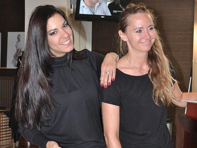 Jana Burdová a moderátorka Marta Ondráčková, která si nechává své vlasy uzdravovat v Egoo.