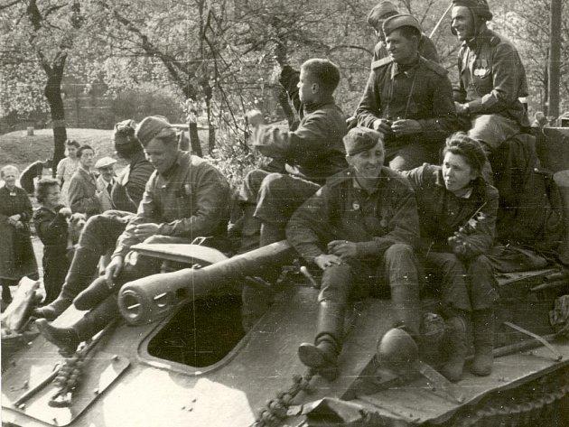 Sovětské jednotky Ústí nad Labem obsadily 9. května 1945. Mnozí vojáci Rudé armády se tu pak chovali jako okupanti. Samozřejmě, ne všichni a ne většina.