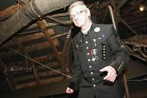 Ředitel muzea Zbyněk Jakš svým výkladem dokáže návštěvníky přesvědčit, že jsou opravdu pod zemí.
