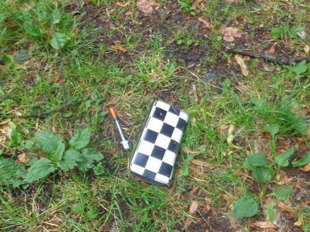 """Narkomani po sobě zanechávají """"nádobíčko"""" i v centru Ústí."""