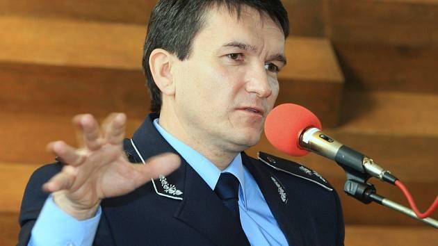 Policejní prezident Oldřich Martinů přijel v pátek do Ústí nad Labem diskutovat nejen o organizačních změnách.