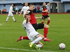 Fotbalový zápas mezi Ústím nad Labem (v bílém) a Táborskem.