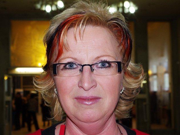 Renata Zvoníčková 44, starostka M. Března Nejraději mám servisní rubriku, kde se dozvím, kdo nás opustil, a naopak kdo přišel na svět.