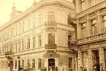 Hotel Zlatá loď původně sídlil na rohu Hrnčířské ulice a ulice V Jirchářích. V roce 1886 zde sídlilo ústecké muzeum, dnes se zde nachází kancelář Čedoku, sídlo Státního ústavu památkové péče a restaurace Na Předmostí.