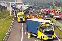Dálnici D8 zablokovaly vážné nehody.