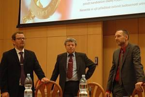Kandidáti na rektora ústecké UJEP (zleva) Martin Balej, František Holešovský a Michal Koleček.