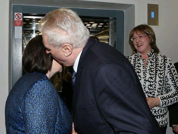 Rozloučení prezidentského páru.