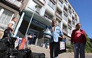 Obyvatelé ubytovny Modrá opouštějí své dosavadní bydliště.