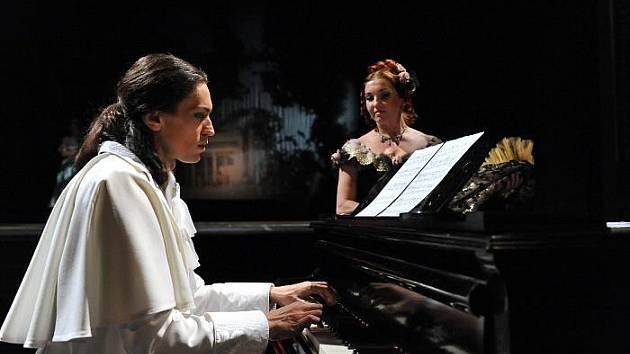 Taneční inscenace Chopin v ústeckém divadle.