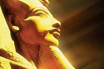 Achnaton a Nefertiti faraoni slunce