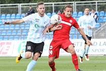 Ústečtí fotbalisté (bílo-modří) doma podlehli Zbrojovce Brno 1:4 a z poháru vypadli.