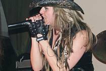 Lucka Roubíčková, zpěvačka kapely Black Bull, kterou Fírfest uvidí poprvé.