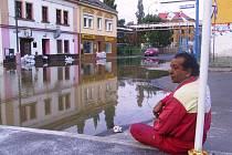 Křižíkova ulice v Krásném Březně vypadala po povodních jako po válce.