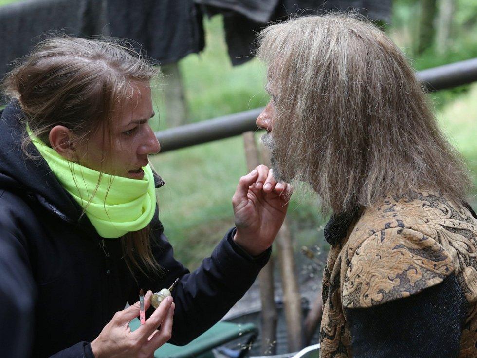 Část skal nad Tisou obsadili filmaři. Pro Českou televizi natáčejí vánoční pohádku Pravý rytíř.