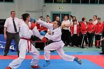 Karatista ústeckého Sport Unionu Martin Drábek (vpravo) v útoku proti soupeři z Kazachstánu.