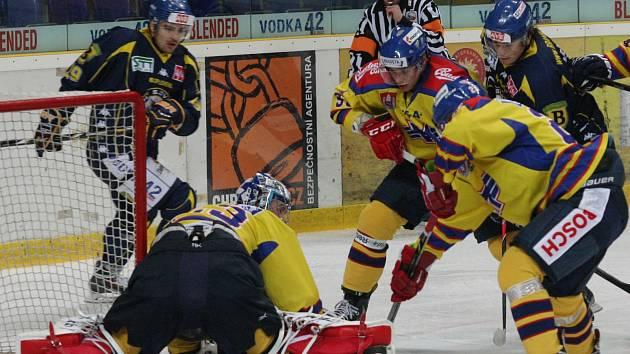 Ústečtí hokejisté (modří) doma porazili českobudějovický Motor.