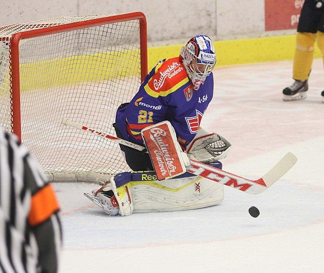 Ústečtí hokejisté (žlutí) prohráli na ledě Českých Budějovic 0:2.