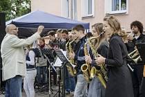 DIRIGENT DRAHOŠ STRANĚK představí, jak v muzice jeho žáci pokročili.