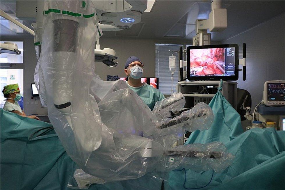 Krajská zdravotní prezentovala roboticky asistovanou plastiku močovodu