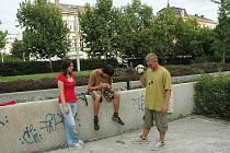 Betonové kašny se nelíbí řadě Ústečanů. Sady jsou využívany především mládeží.