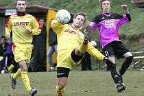 Fotbalisté Přestanova utrpěli na hřišti Brné (žlutí) čtyřgólový výprask.