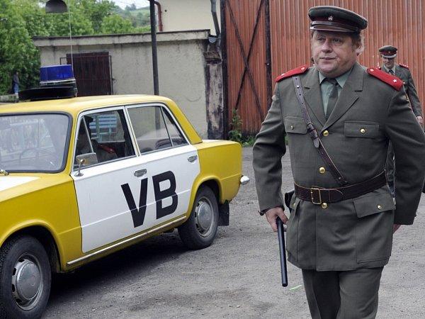 Příslušníka Veřejné bezpečnosti hrál Václav Kopta ve filmu Občanský průkaz.
