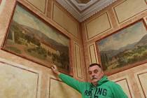 Obrazy z trmického zámku čekají na restaurátory.