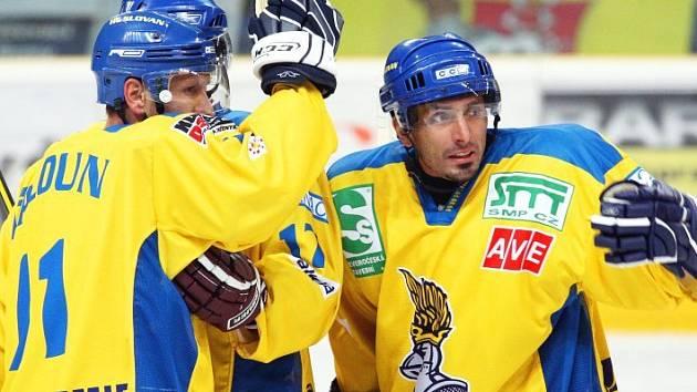 Ústečtí hokejisté mají důvod k radosti. V Kadani vyhráli 5:2 a připsali si už čtvrté vítězství v řadě.