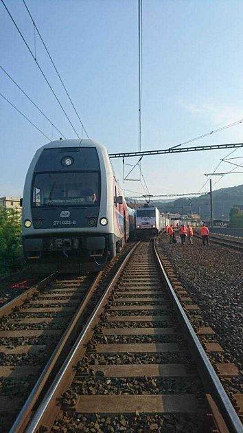 Boky obou vlaků se ksobě přiblížily na méně než metr.