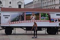 Kinematograf bratří Čadíků obsadil Lidické náměstí.