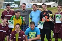 Fotbalisté Velkého Chvojna obhájili v Petrovicích svůj triumf z loňska, když ve finále porazili Bahratal.