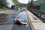 Vrak auta po požáru v Malém Březně